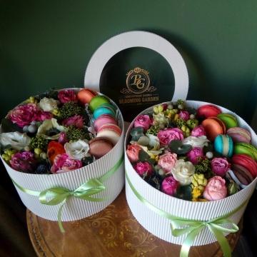 Композиция №002 цветы и макаруны
