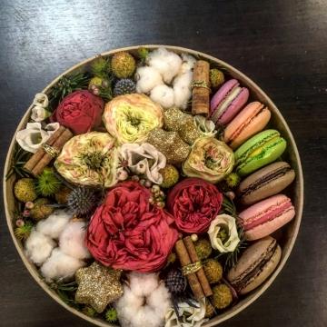 Композиция №006 цветы и макаруны
