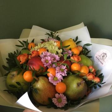 Букет цветов с фруктами №401