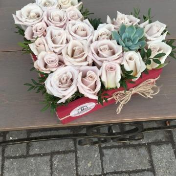 Композиция №105 цветы в деревянном ящичке