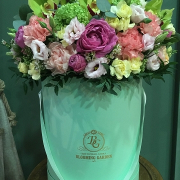 Композиция №009 цветы в коробке