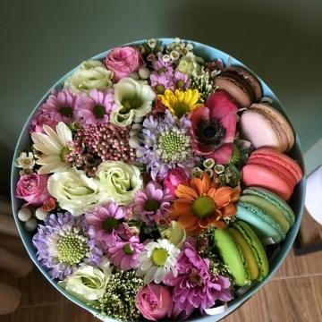 Композиция №011 цветы и макаруны