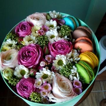 Композиция №008 цветы и макаруны