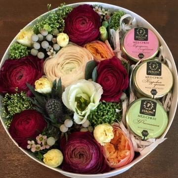 Композиция №007 цветы и мёд-суфле