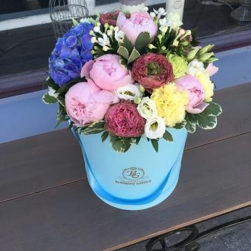 Композиция №017 цветы в коробке
