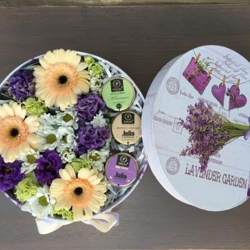 Композиция №027 цветы в коробке с мёдом