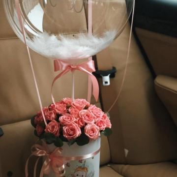 Композиция №031 розы в коробке и воздушный шар