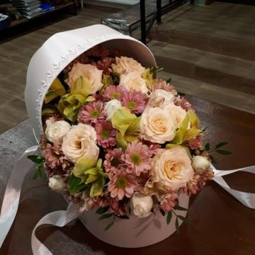 Композиция №033 цветы в коробке-люльке