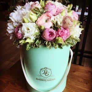 Композиция №040 цветы в коробке