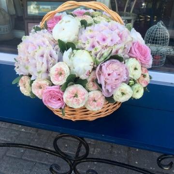 Композиция №204 цветы в корзине