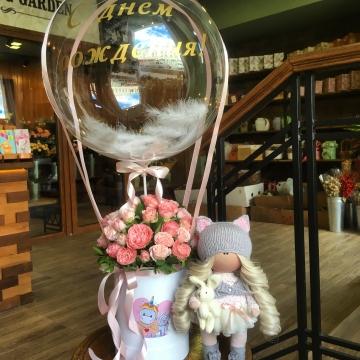Композиция №044 цветы в коробке и воздушный шар