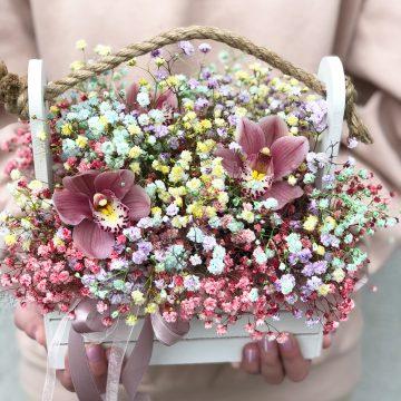 Композиция №109 цветы в деревянном кашпо